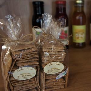 Бисквити и натурални сокове